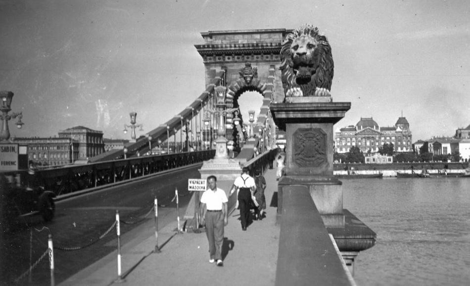 A Széchenyi lánchíd budai hídfője, 1983; Forrás: Fortepan